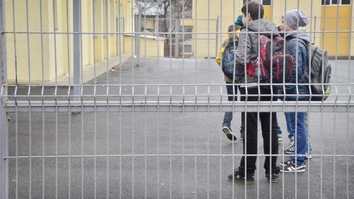 Două treimi dintre şcoli nu au paznic