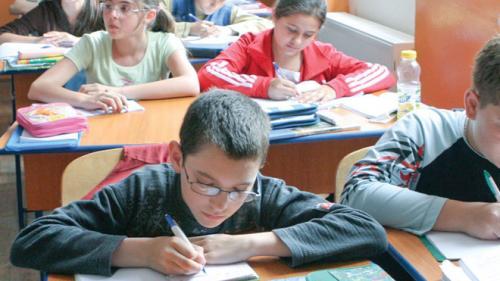 Apel de 44 milioane euro pentru modernizarea curriculum-ului școlar și perfecționarea profesorilor, prin POCU