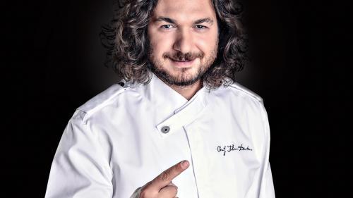 Chef Florin Dumitrescu transformă celebra sa plăcintă de berbecuț  într-un burger gourmet