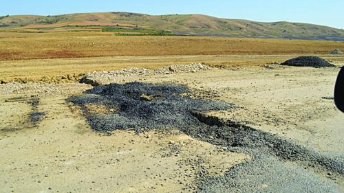 Pământul o ia la vale peste o bucată dinAutostrada Sebeș-Turda