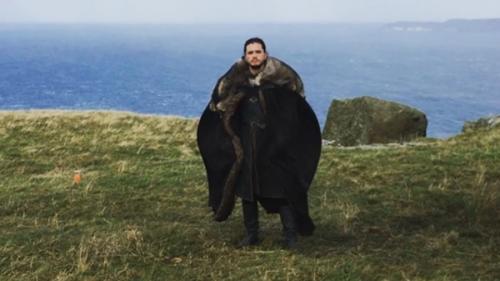 Video - Cum se distrează actorii Game of Thrones pe platourile de filmare. Jon Snow învață să zboare