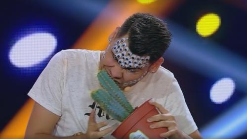 Mihai Bendeac mănâncă spumă de ras, pe scena iUmor