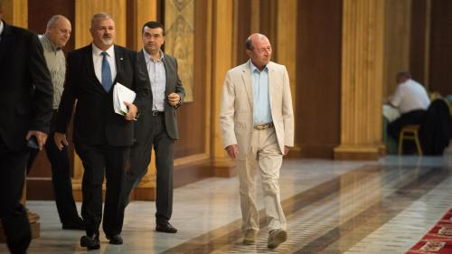 Băsescu s-a apucat să dea lecţii de politică externă