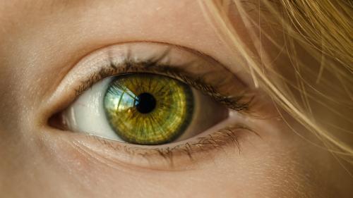 Cum să combați pungile de sub ochi în mod natural
