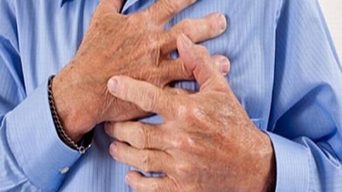 Cum să rezişti unui atac de cord, atunci când eşti singur. Sfaturi de prim ajutor, care îţi pot asigura supravieţuirea