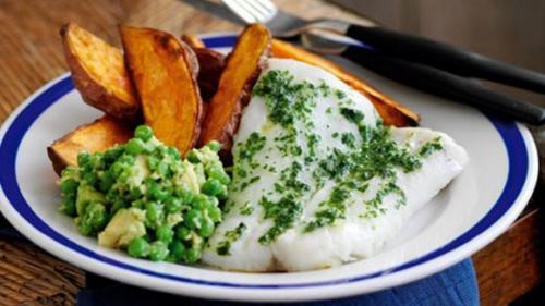 Rețeta zilei:File de cod cu cartofi și avocado