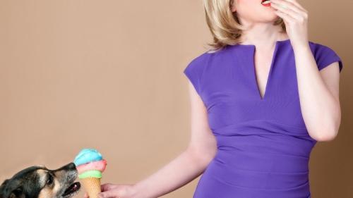Diete ciudate care funcționează! Cât poți slăbi cu dulciuri, bere sau cârnați