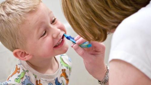 Periajul corect la copii. Cum îl înveți să se spele pe dinți