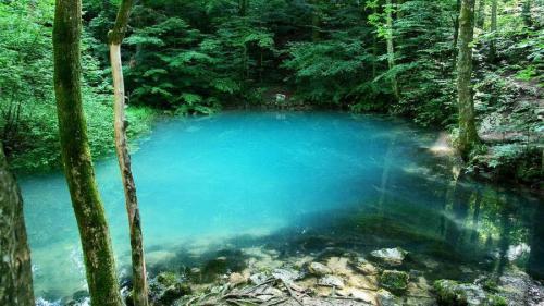 ARII PROTEJATE ALE ROMÂNIEI - Lacul Albastru și Coloanele de la Limpedea