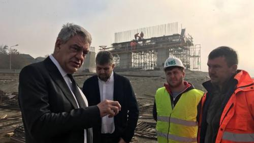 Mihai Tudose, vizită neanunţată pe şantierul autostrăzii Deva - Lugoj