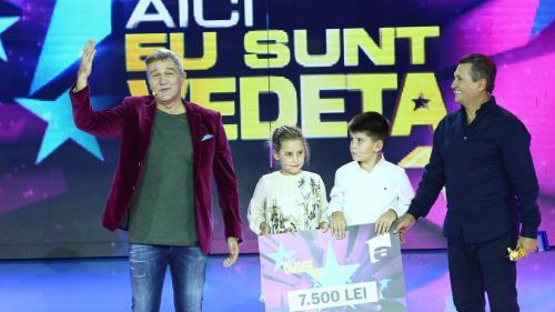 """Nea Mărin și nepoții săi, Darius și Ana, au câștigat  cea de-a doua ediție a show-ului """"Aici eu sunt vedeta"""""""
