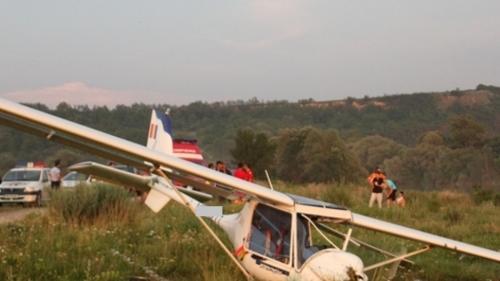 Un avion a aterizat forțat pe un câmp din Alba