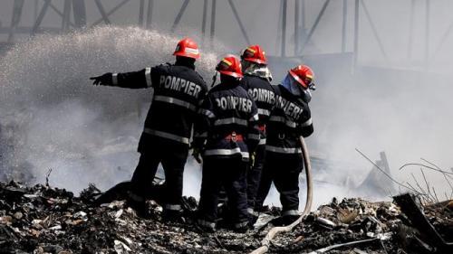 Dolj: Incendiu într-un bloc din Craiova; 28 de persoane au fost evacuate