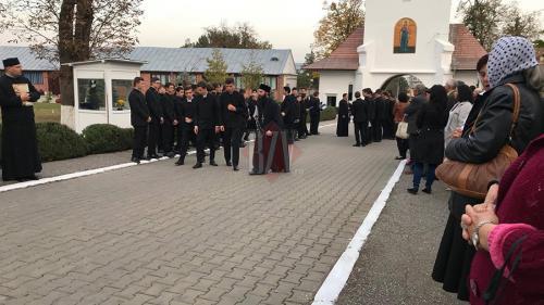 Mii de credincioși participă la întronizarea noului episcop al Hușilor