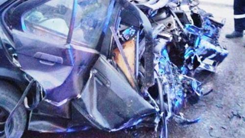 Tragedie pe șosea, doi tineri au murit iar al treilea este în comă după ce au intrat cu maşina într-un cap de pod