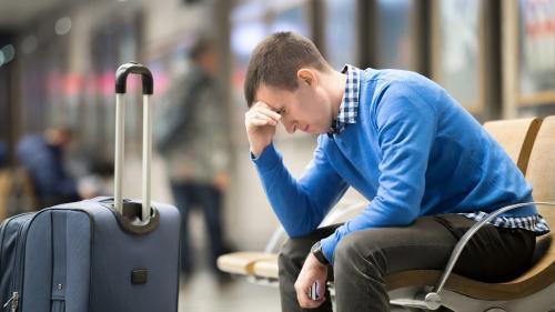 Falimentul Omnia e premeditat, spune ministrul Turismului. Turiştii au rămas şi fără vacanţă şi fără bani