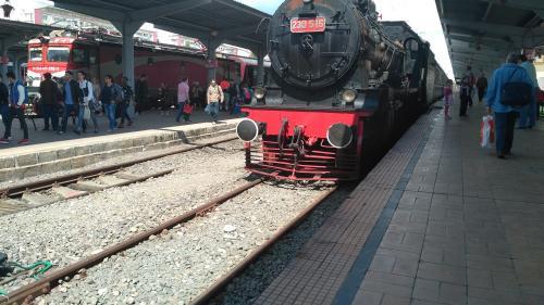 În perioada interbelică trenul zbura cu 60 km/h, acum se târâie cu 44 km/h