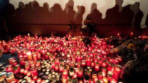 Părinţii tinerilor decedaţi la Colectiv, nemulţumiţi de amânarea procesului;Eugen Iancu: Sper să nu mai fim luaţi la mişto