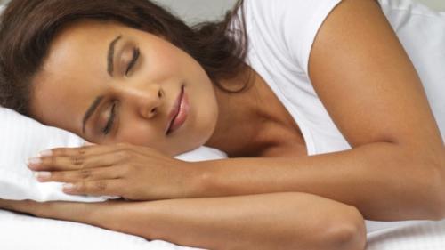 Ce seîntâmplădacănutedemachieziînaintede culcare. Sfatuldermatologului
