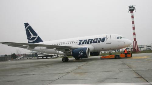 Mai multe curse Tarom au întârzieri din cauza unui zbor anulat