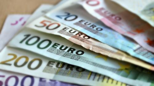 Șoc pe piața valutară. Euro, cel mai mare curs din istorie