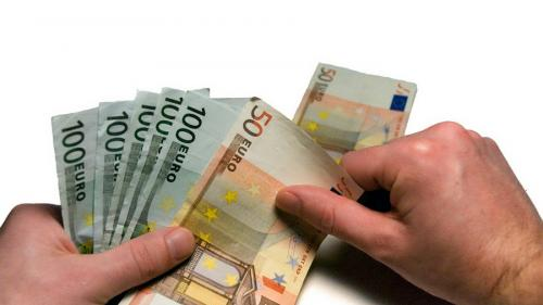 Românii au trimis în ţară 2,45 miliarde euro