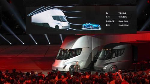 Elon Musk și-a prezentat noile camioane electrice autonome dar și un bolid care ajunge la 100km/h in 1,9 secunde