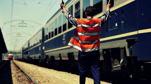 Situație incredibilă! Trenurile de pe magistrala București-Constanţa sunt dirijate prin telefon din cauza hoţilor care au furat mai multe relee