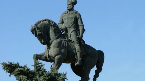 Știai că Mihai Viteazul și-a petrecut ultima zi de viață la Cluj? Află misterul statuii voievodului din cetatea Transilvaniei