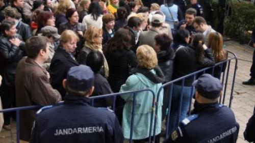 Protest la Parlament - peste 200 de oameni s-au adunat deja în Parcul Izvor