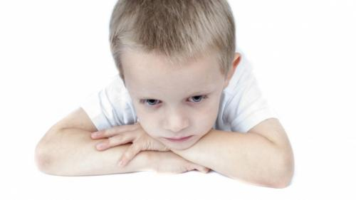 Sfatul medicilor: Nu le dați copiilor sirop de tuse!
