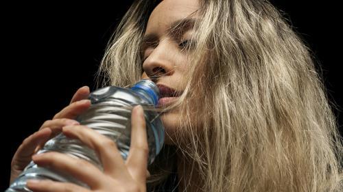 Ce se întâmplă dacă bei apă pe stomacul gol. O terapie veche de sute de ani