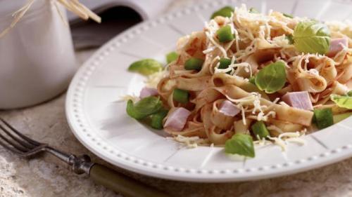 Reteta zilei: Salată de pui cu ghimbir