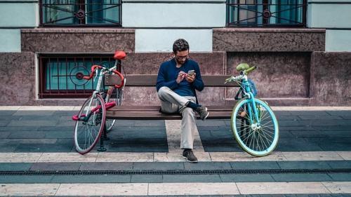 Cum smartphone-ul fura din timpul nostru