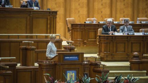 Statutul magistraţilor, votat de Cameră cu fluierături