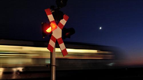 Alertă în Harghita! Maşină de transport lovită de un tren, la Miercurea Ciuc