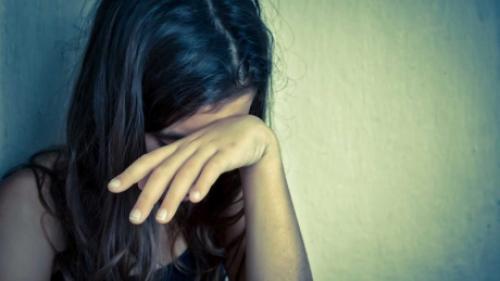 Dezvăluiri şocante la Brăila! Două adolescente au reclamat că au fost violate pe un câmp de trei tineri