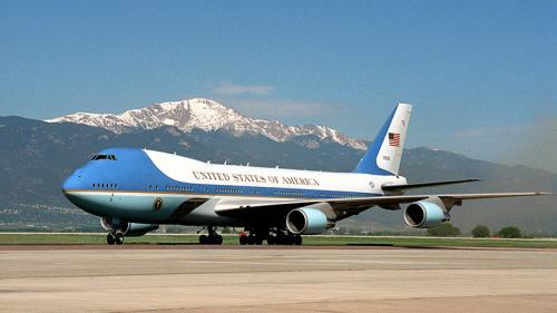 PENTRU TRUMP: 3 miliarde dolari din bugetul Pentagonului pentru două avioane AIR FORCE ONE