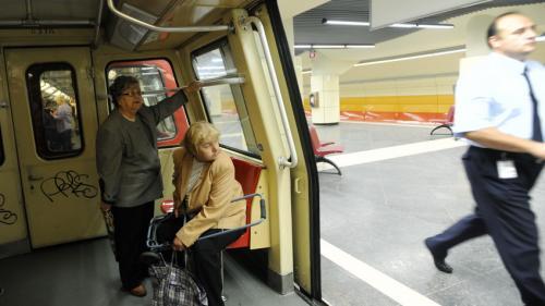 Stroe: Estimez că începând cu trimestrul II din 2018 vom începe să montăm sisteme de siguranţă la metrou
