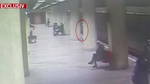 Tatăl primei fete împinse la metrou, spune că de la 112 nu i s-a spus că meargă la Poliția Capitalei