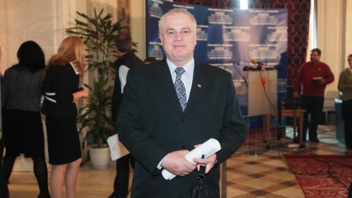 Ziua smintelii la Parlament: şedinţe ţinute pe ascuns şi cor de fluierături în plen