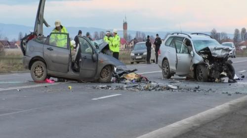 Carnagiul cu 4 morţi la Braşov! O șoferiță a trecut de pe o bandă pe alta fără să se asigure