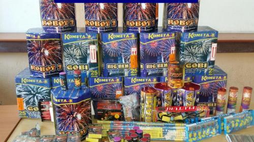 """Peste 5.000 de kg de articole pirotehnice confiscate de poliţişti în ultima săptămână, în cadrul acţiunii naţionale """"Foc de Artificii"""""""