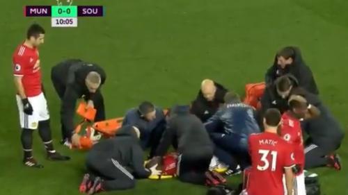 VIDEO - Scene teribile în timpul meciului dintre Southampton și Manchester. Lukaku, scos pe targă și conectat la aparate