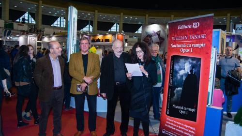Cine sunt vampirii al lui Stelian Tănase