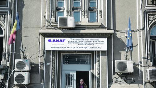 Revoluţia fiscală ia cu asalt ghişeele ANAF. Cea mai mare coadă la taxe