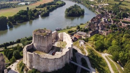 TOP 5 cele mai SPECTACULOASE castele părăsite din Europa