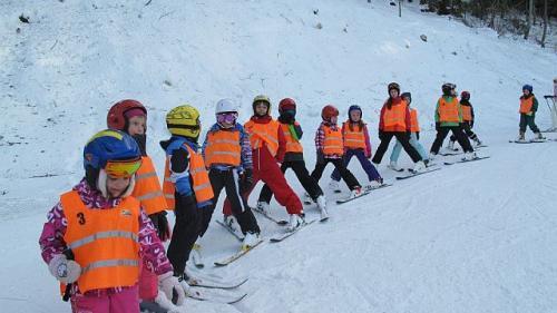 Lecţii de schi gratuite pentru copii în staţiunea Parâng, de Ziua Mondială a Zăpezii