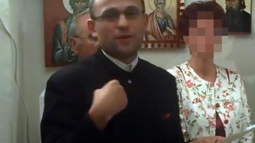 Scandalul preotului care se masturba în fața elevilor se extinde. Vizată de anchetă este și diriginta