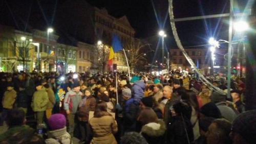 Mii de oameni protestează în toată țara